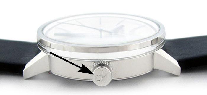 Логотип на часах Calvin Klein.